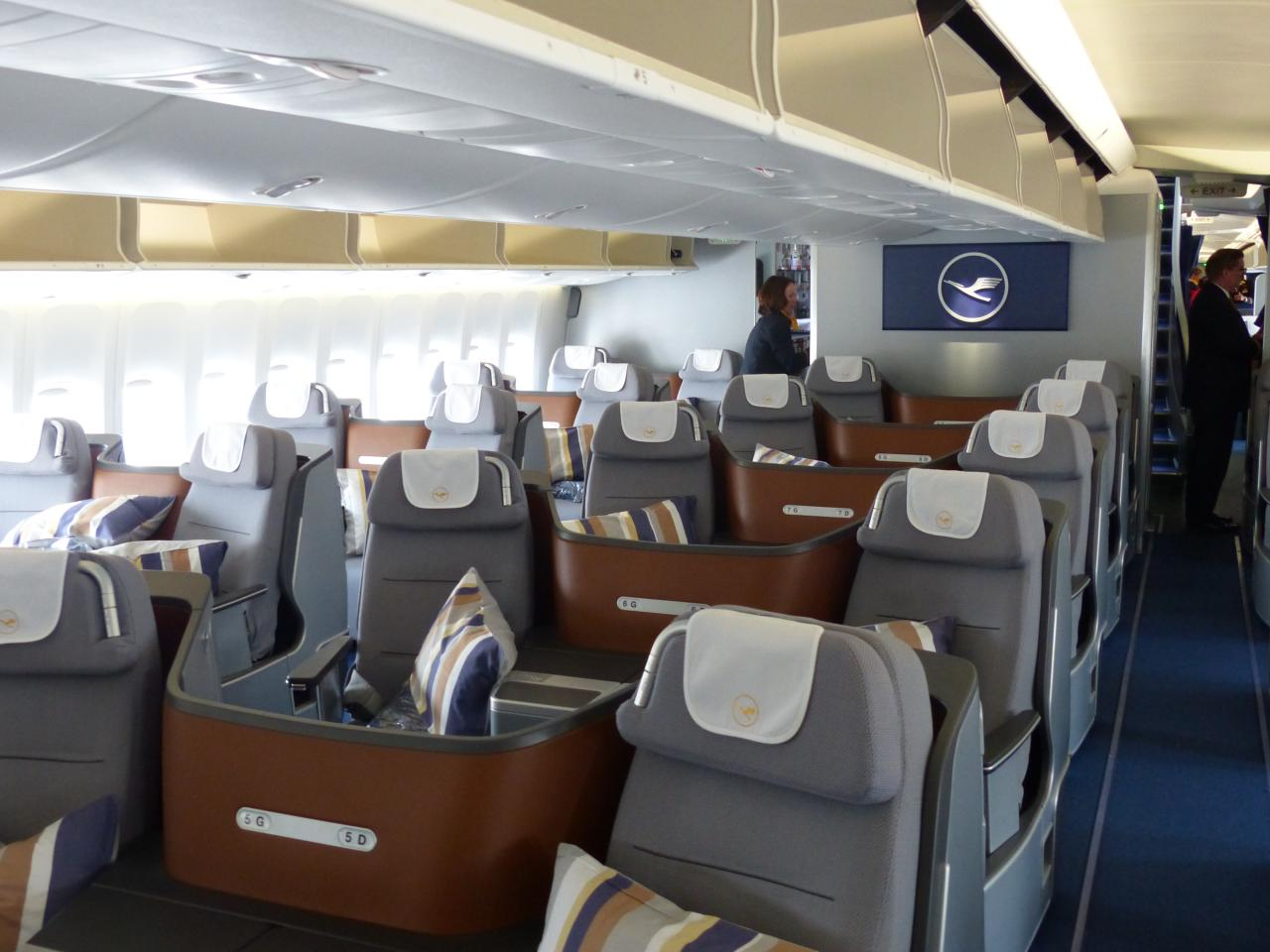 review new lufthansa business class 747 8. Black Bedroom Furniture Sets. Home Design Ideas